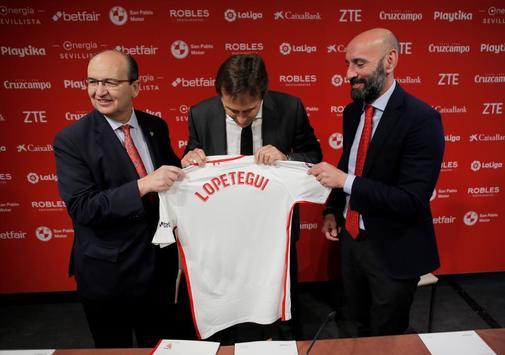 Julen <HIT>Lopetegui</HIT> is unveiled as Sevilla's new coach