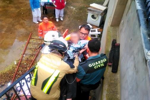 Momento en el que el hombre es rescatado