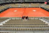 La Central de Roland Garros, cubierta por la lluvia.