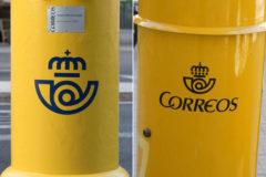 Buzones de Correos con el logo antiguo y el logo nuevo