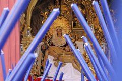 El juez archiva la denuncia contra la hermandad que sacó una Virgen con el fajín de Franco