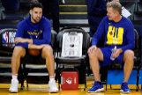 JGM02. OAKLAND (ESTADOS UNIDOS), 04/06/2019.- El jugador <HIT>Klay</HIT> <HIT>Thompson</HIT> (i) de Golden State Warriors conversa con el entrenador Steve Kerr (d) este martes, en una sesión de práctica en el Oracle Arena, en Oakland, California (Estados Unidos). Golden State Warriors y Toronto Raptors se enfrentarán en el tercer juego de la final de la NBA el 5 de junio de 2019. /PROHIBIDO SU USO POR SHUTTERSTOCK