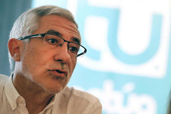 El secretario general de Actúa, Gaspar Llamazares, presenta su candidatura en Valencia.