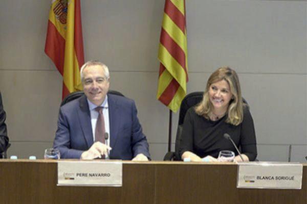 El Delegado del Estado en el Consorci de la Zona Franca, Pere Navarro, con la directora general Blanca Sorigué.
