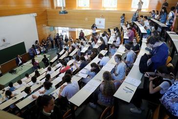 Estudiantes de Selectividad en un aula de la Universidad Complutense de Madrid.