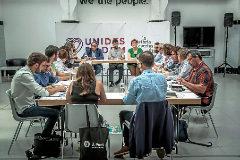 Los negociadores del segundo acuerdo del Botànic, ayer en la reunión en la sede de Podemos.