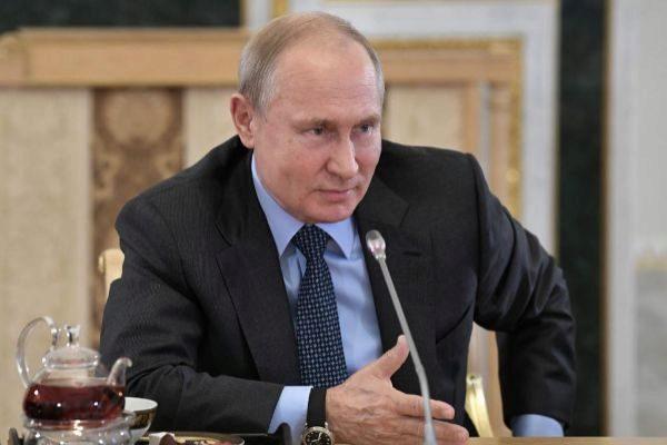 Vladimir Putin, en un momento de la entrevista con corresponsales...