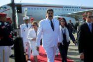 Nicolás Maduro y su esposa, la diputada Cilia Flores,  llegan al aeropuerto de Las Américas en Santo Domingo, República Dominicana.