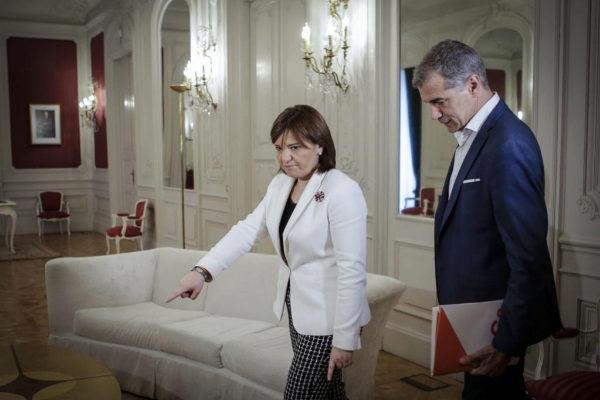 Isabel Bonig y Toni Cantó, antes de su breve reunión.