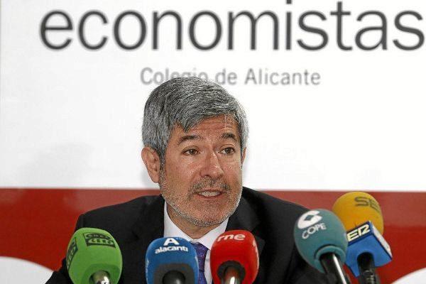 El decano del Colegio de Economistas de Alicante, Francisco Menargues.