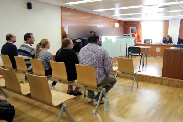Los cinco acusados en el banquillo de los juzgados de Castellón.