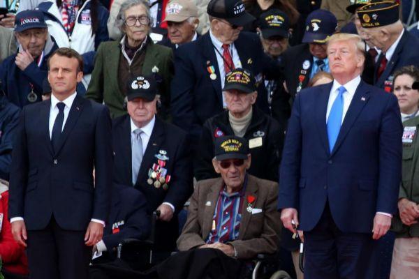 El presidente galo, Emmanuel Macron (i), y su homólogo...