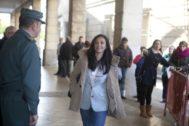 La juez María Núñez Bolaños, llegando a los juzgados del Prado de Sevilla.