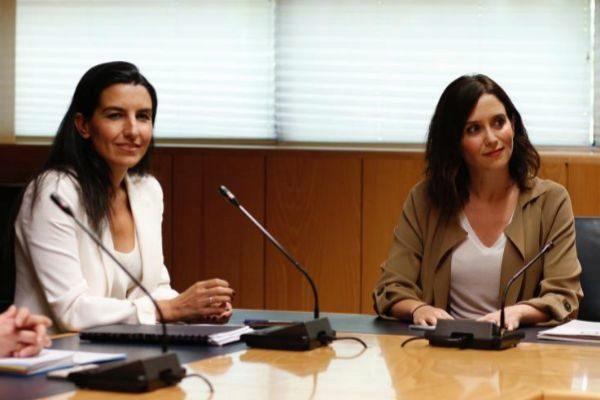 Rocío Monasterio (Vox) e Isabel Díaz Ayuso (PP).