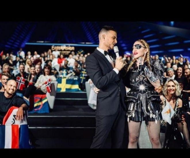 Assi Azar junto a Madonna durante el festival de Eurovisión