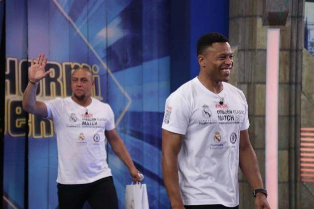 Roberto Carlos y Júlio Baptista en El Hormiguero de Antena 3, donde hicieron el baile del programa junto a sus hijas
