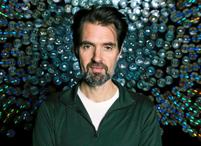 """Daniel Canogar, artista: """"No quiero música en mi entierro, prefiero irme a lo John Cage: silencio"""""""