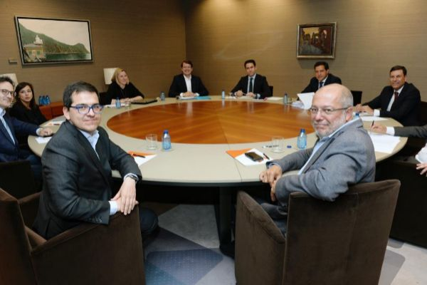 José Mª Espejo y Francisco Igea (Ciudadanos), negociando la Junta de Castilla y León con Alfonso Fernández Mañueco y Teodoro Gª Egea (PP).