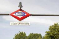 Cartel de la estación de Ciudad Universitaria.