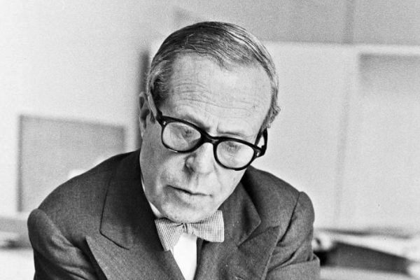 El arquitecto Josep Lluís Sert en su despacho