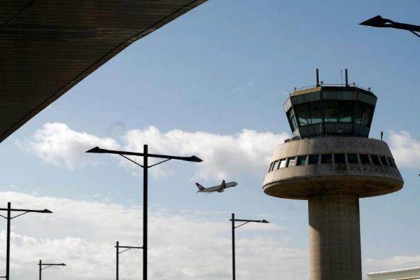 Torre de control en el aeropuerto de El Prat