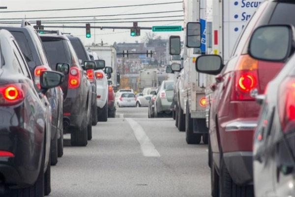 La OCDE pide crear peajes para compensar la caída de ingresos por carburante por el coche eléctrico