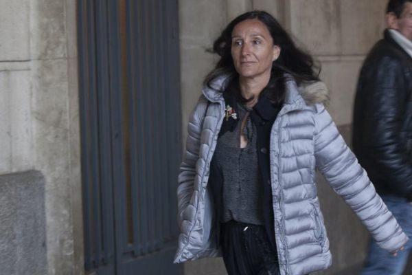 La jueza María Núñez Bolaños, a las puertas de su juzgado de Sevilla.