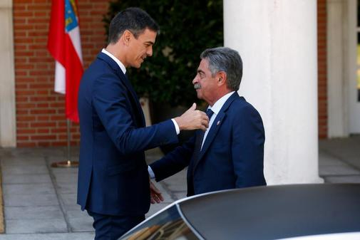 Pedro Sánchez y Miguel Ángel Revilla, en julio de 2018