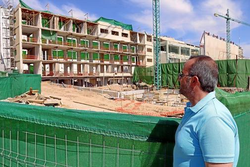Las obras del hotel, paralizadas en plena reconstrucción tras la resolución de Costas.