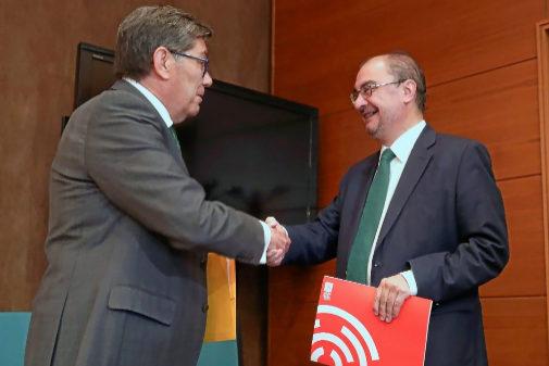Los líderes de PSOE y PAR, Javier Lambán y Arturo Eliaga