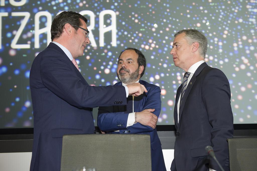 Antonio Garamendi, Pascal Gómez e Iñigo Urkullu, en la asamblea del SEA.