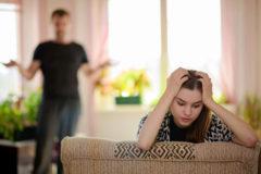 """Cómo comunicarte con tu hijo  adolescente sin que sea un """"martirio"""" (para ninguno de los dos)"""