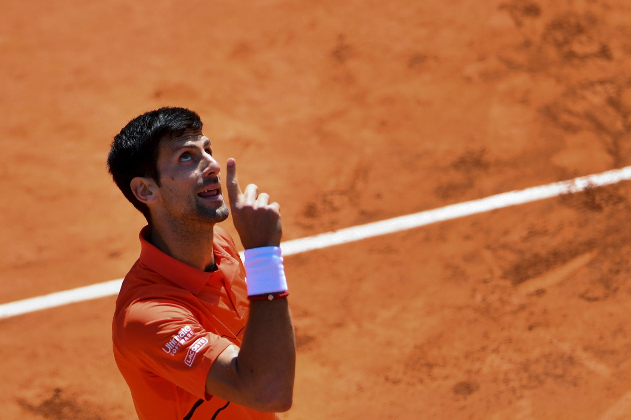 TOPSHOT - Serbia's Novak <HIT>Djokovic</HIT> reacts during his men's singles semi-final match against Austria's Dominic Thiem on day fourtenn of The Roland Garros 2019 French Open tennis tournament in Paris on June 8, 2019. (Photo by Martin BUREAU / AFP)
