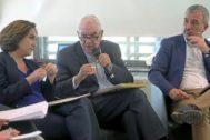 Ada Colau, Ernest Maragall y Jaume Collboni en un debate sobre políticas de vivienda durante la campaña electoral.