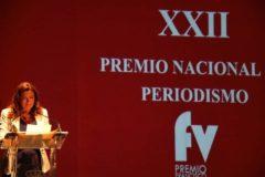 La corresponsal de EL MUNDO en Cádiz, Laura Garófano, tras recibir el premio.