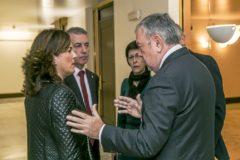 Azpiazu y Urkullu conversan con dos de las consejeras del Gobierno, Cristina Uriarte y Beltrán de Heredia.