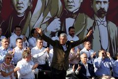 """López Obrador tiende la mano a Trump: """"Los compromisos se cumplen"""""""