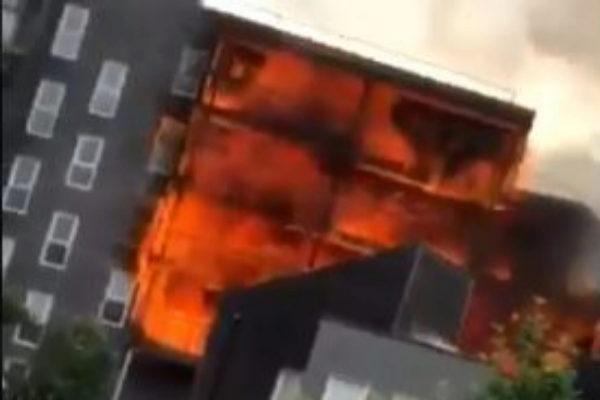 Edificio donde se ha declarado el incendio en Londres.
