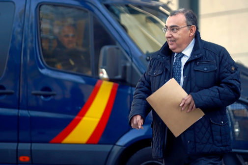 El comisario jubilado, Enrique García Castaño, llega a la Audiencia