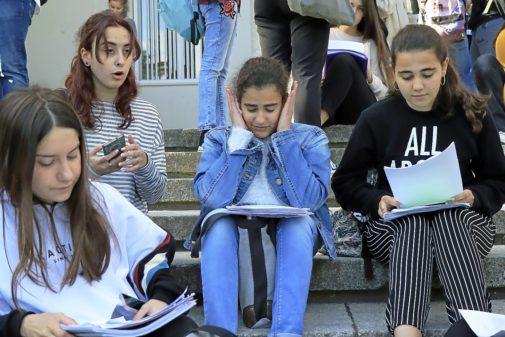Alumnos madrileños estudian antes de la prueba de Selectividad