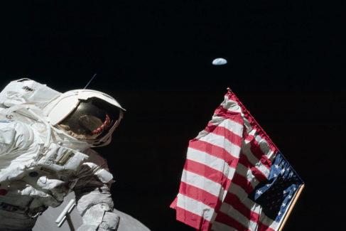 Los encendidos debates sobre las banderas de EEUU colocadas en la Luna