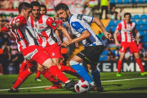 Una de las jugadas del partido disputado en el Rico Pérez