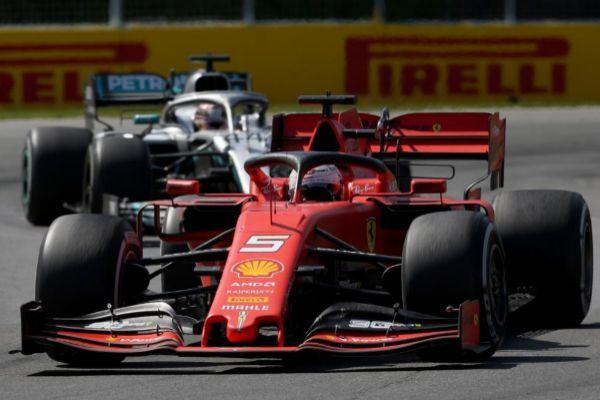 Hamilton persigue a Vettel durante el GP de Canadá.