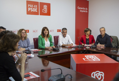 Los socialistas inician el proceso para designar a Mendia candidata a lehendakari
