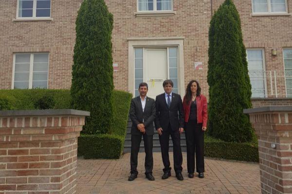 Puigdemont con los nuevos representantes de la Cambra de Comerç