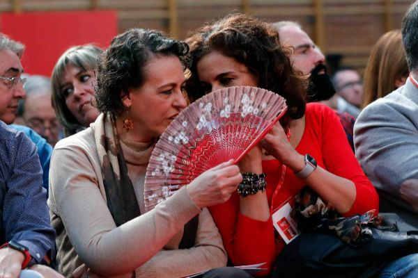 Las ministras de Trabajo y Hacienda en funciones, Magdalena Valerio y María Jesús Montero, en una reunión del Comité Federal del PSOE el pasado año.