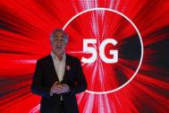 El presidente y CEO de <HIT>Vodafone</HIT> España, Antonio <HIT>Coimbra</HIT>, durante la presentación de los servicios 5G de la compañía.