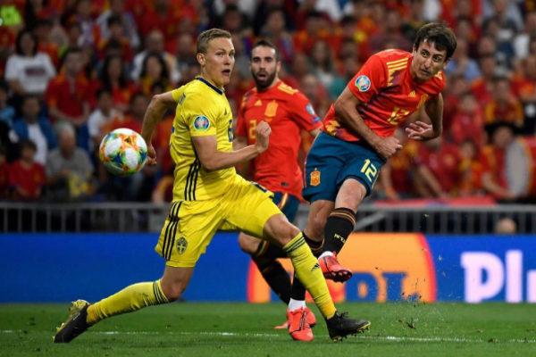 Oyarzabal marca el tercer gol de España ante Suecia.