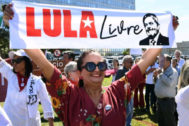 Simpatizantes de Lula da Silva protestan ayer frente al ministerio de Justicia en Brasilia.