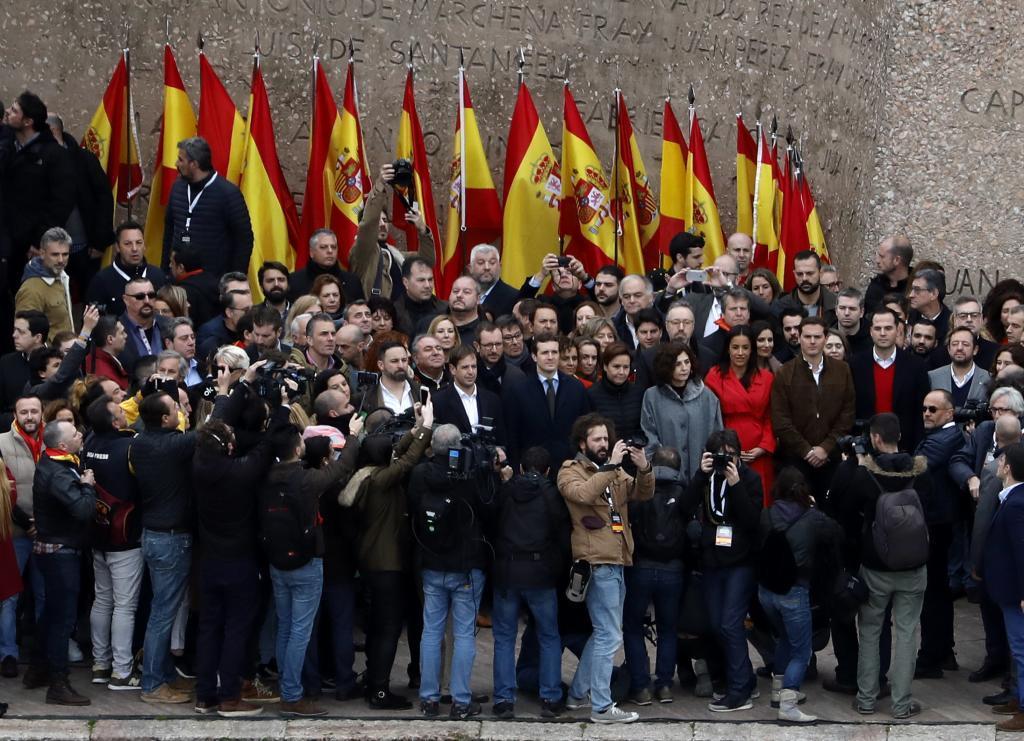 Los líderes de Vox, PP y Ciudadanos, Santiago Abascal, Pablo Casado y...